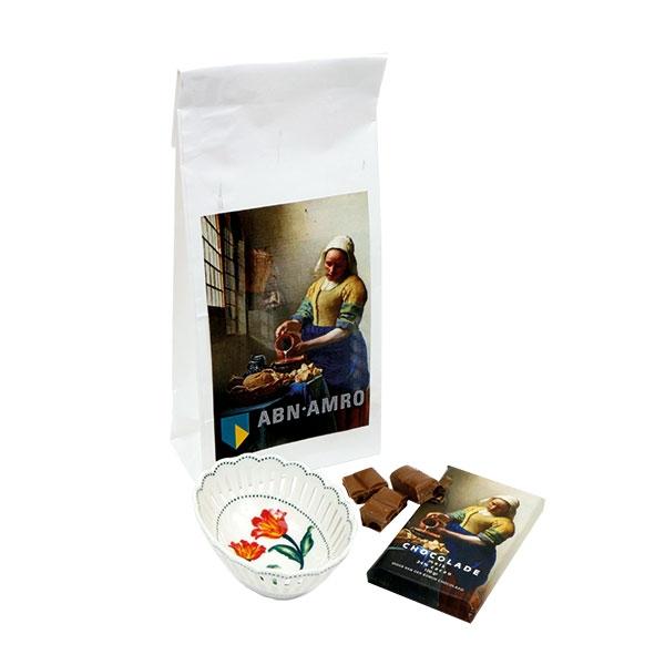 Melkmeisje met chocolade